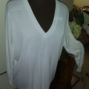 ZARA FROM SPAIN OVERSIZED WHITE LIGHTWEIGHT V-NECK